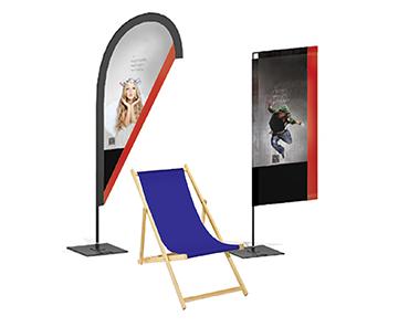 Auch vor der Messehalle ein Hingucker: wind- und wasserfeste Beachflags und Werbebanner.